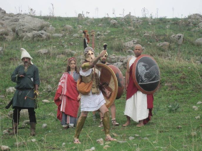 Hoplites and priestess